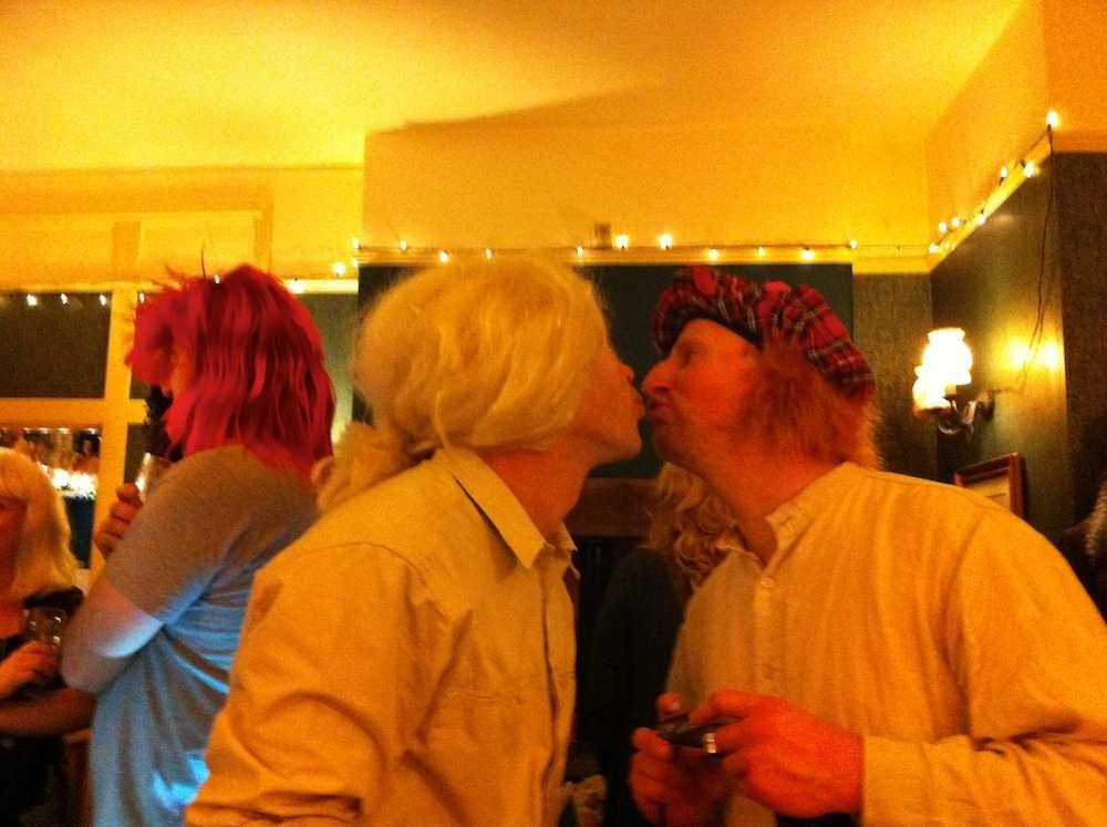 wig kiss