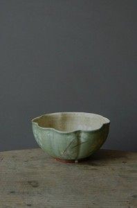 green_scalloped_bowl-w640h480